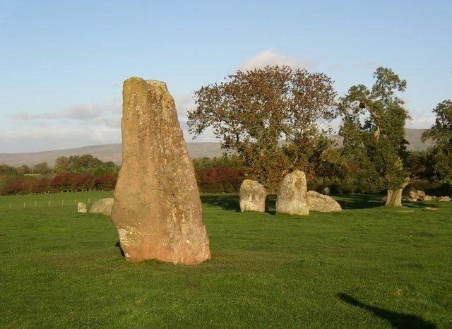 Discover Long Meg and daughters