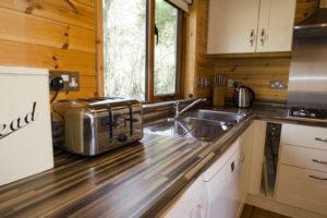 Kitchen_Buzzard_lodge1
