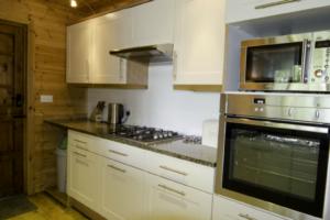 Kitchen_Gadwall_Lodge1