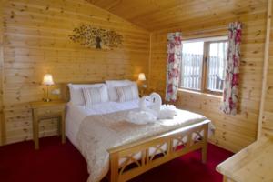 Master_Bedroom_Buzzard_Lodge1