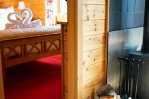 Master_bedroom2_Buzzard_Lodge1