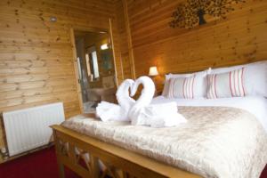 Master_bedroom_ensuite_Buzzard_Lodge1