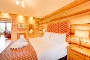 Alder-Lodge-Accessible-Bedroom-2020-(2)