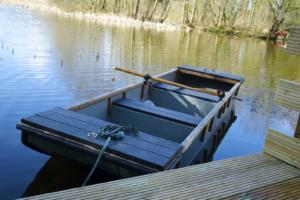 Boat_with_Alder_Lodge1-3