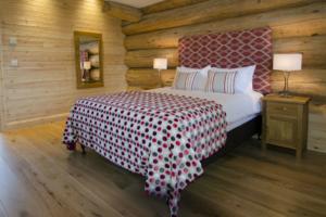 Master_bedroom_Alder_Lodge1-2