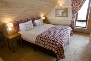 Upstairs_bedroom_Alder_lodge1-2
